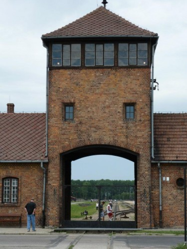 auschwitz_entrance_today